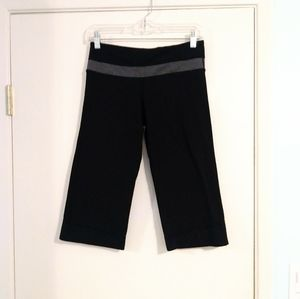 Lululemon Black and Grey Athletic Yoga Capris